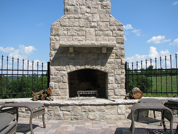 Fireplaces_OutdoorKitchens_Unique_Hardscapes_Kentucky_1