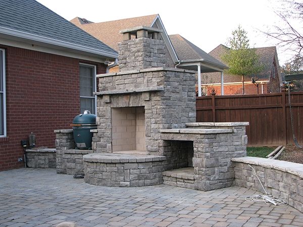 Fireplaces_OutdoorKitchens_Unique_Hardscapes_Kentucky_2