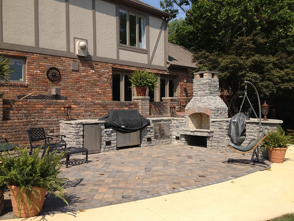 Fireplaces_OutdoorKitchens_Unique_Hardscapes_Kentucky_25