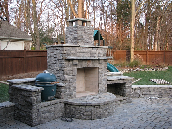 Fireplaces_OutdoorKitchens_Unique_Hardscapes_Kentucky_3