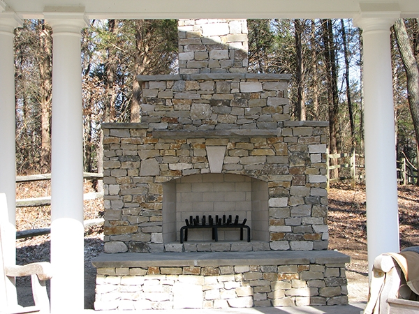 Fireplaces_OutdoorKitchens_Unique_Hardscapes_Kentucky_7