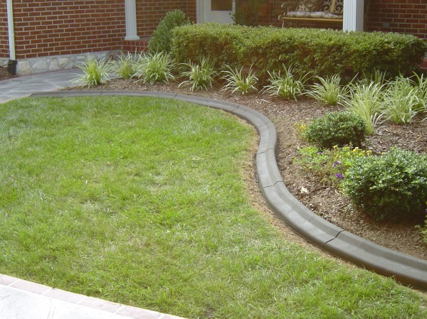 Landscaping_Curbing_Unique_Hardscapes_Kentucky_2