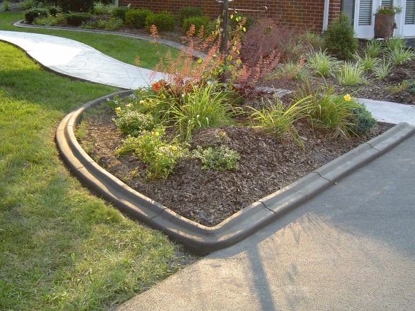 Landscaping_Curbing_Unique_Hardscapes_Kentucky_3
