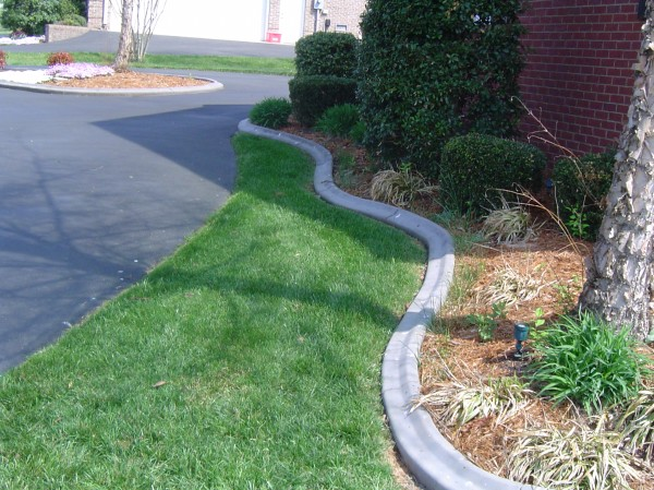 Landscaping_Curbing_Unique_Hardscapes_Kentucky_6