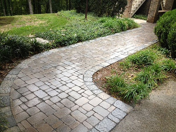unique_hardscapes_kentucky_patio_walkway2_600